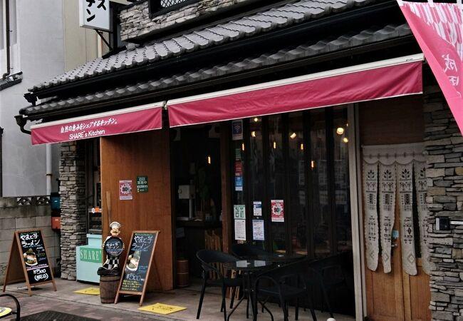 成田表参道沿いの食堂