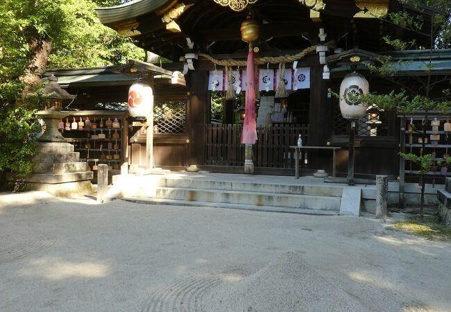 宮本武蔵のゆかりの神社。ほうきの目の玉砂利がきれい。