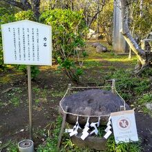 江島神社 奥津宮 力石