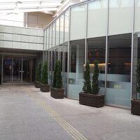 入口にはレストランがあります。