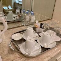 コーヒー、煎茶あり。ペットボトルのお水はもちろん無料。