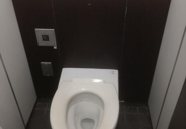 京王に比べトイレ設備が悪い