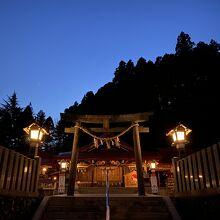 夜の金蛇水神社