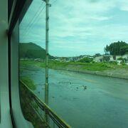 市街を流れる川