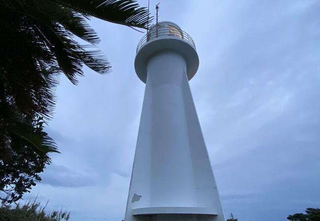 夕方の灯台は幻想的