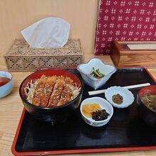 今回食した「黒部ブランド豚のソースカツ丼」(1300円)。
