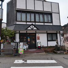 温泉街の喫茶店の中では、比較的遅い時間まで営業しています。