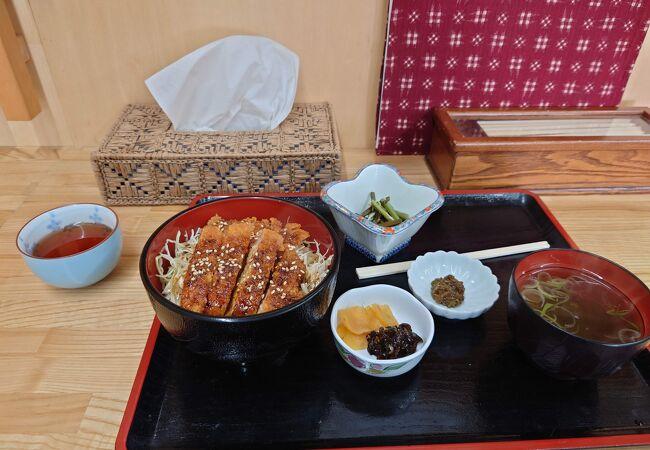宇奈月温泉駅のすぐ近くにあり、黒部の味を気軽に堪能。