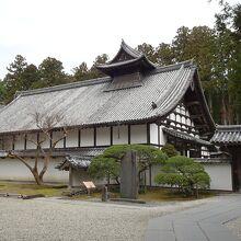 入場sると本堂が見えてきます。