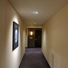 廊下のライトはセンサーで点灯、SDG′Sです