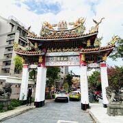 日本時代の石灯籠や神輿のある大寺院