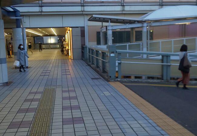 舞浜の次の駅の駅ビル