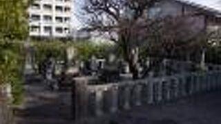 安東省菴の墓「三忠苑」