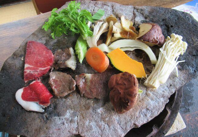 「きのこの里 鈴加園」で奥秩父ジビエの石器焼料理