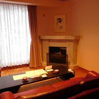暖炉のある洋室がついています。