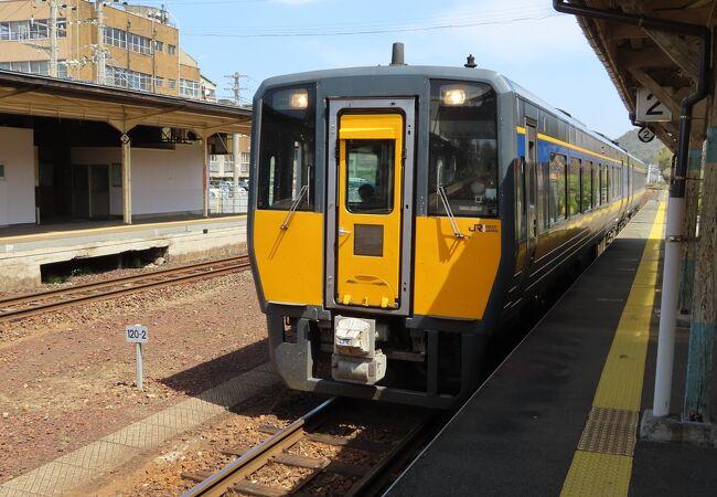 山陰本線の特急停車駅で以前は三江線の乗り換え駅でした。