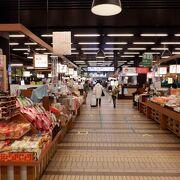 たくさんの新潟の小さなお土産店が並んでいました。