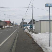 """旧駅前通りの""""駅はこちら""""標識は流石に撤去されていました"""