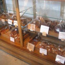 美味しそうなパンがたくさん並んでいます
