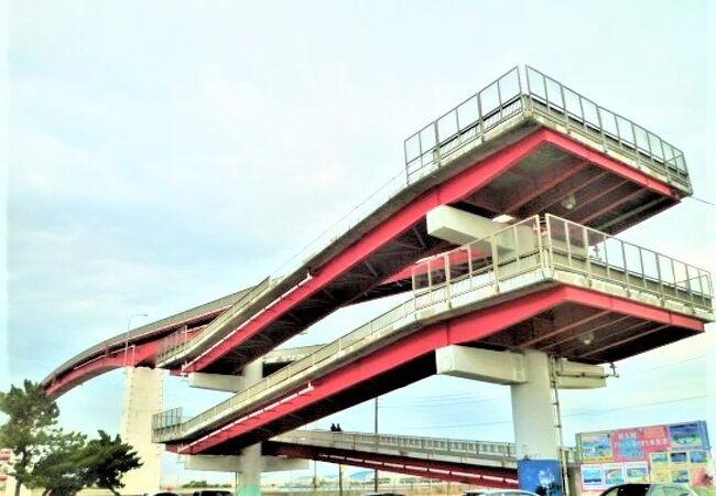 赤色の橋は圧巻でした;中の島大橋