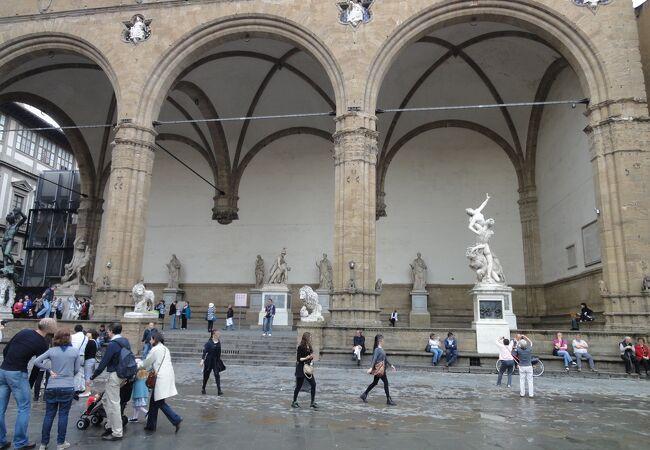 ランツィの回廊 (ロッジア ディ ランツィ)