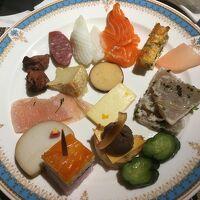 セミビュッフェスタイルの夕食