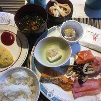 ビュッフェスタイルの朝食(卵料理はオーダーできます)
