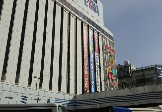 バスターミナルが1階にあるデカいショッピング駅ビル
