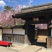 千利休の弟子であった蒲生氏郷が利休の息子・少庵に造らせた茶室、二度の移築を経て現存