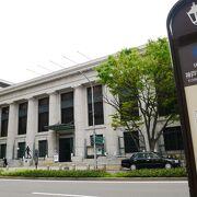 旧外国人居留地を歩く、中心の神戸市立博物館は必見