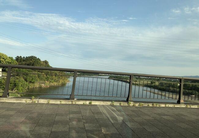 大きな川です
