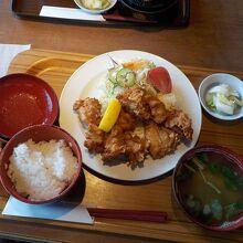 唐揚げ定食700円+税
