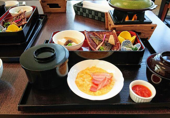 朝食は和洋折衷