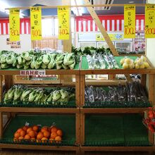 農産物の販売も充実しています。