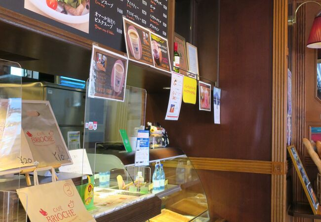 リサとガスパールタウンにあるカフェ