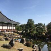 桜も華やぐ日本庭園