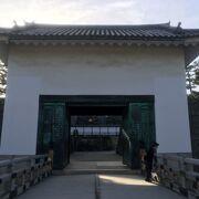 本丸への門