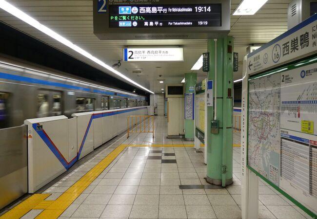 いつも混んでる地下鉄目黒駅!!!