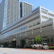 ヤナセ本社ビル1階にあるショールームです