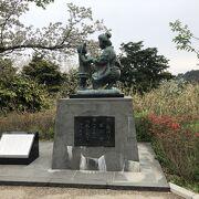 なぜ日本平山頂に赤い靴の母子像があるのか