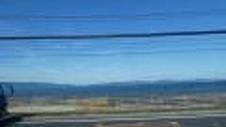 中央に火山島があるけどカルデラ湖ではないという珍しい湖