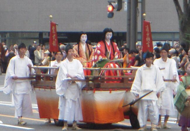 歴史と伝統の都・京都三大祭の一つとして、京都の秋を代表する祭となっています。