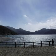 非常に大きな湖