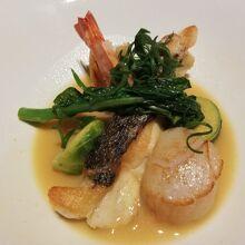 真鯛のポワレ 春野菜とサフランのナージュ