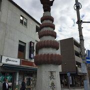 駅前の「歌舞伎役者の像」から新勝寺総門までジャスト1㌔♪♪