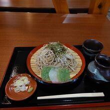レストランのジオそば「770円」の様子。