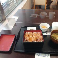 レストランの「イノブタ料理」は必食の価値あり!