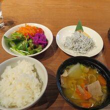 カフェ&ミール ムジ ホテルメトロポリタン鎌倉