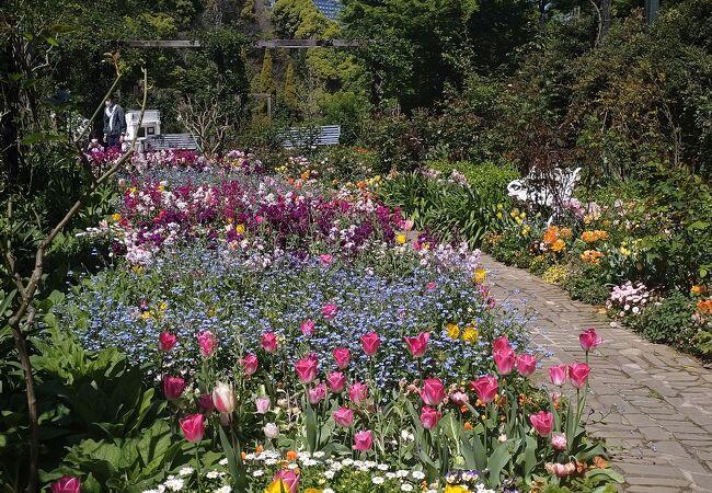 日本庭園もあり