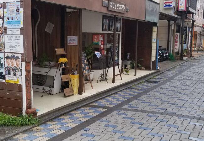商店街の中にあるカフェタカマツ
